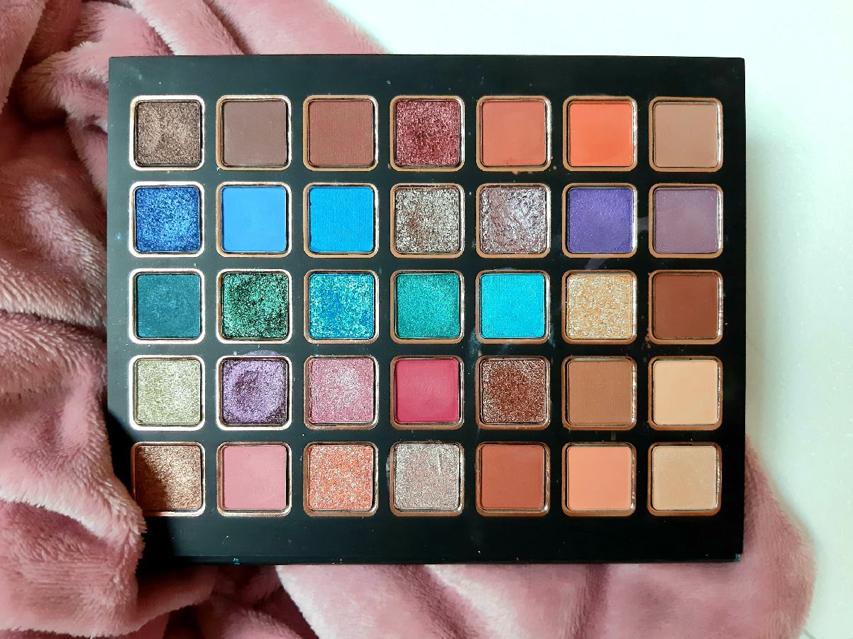 Bellapierre Cosmetics Eyeshadow Palette All Stars Review Swatches The Rouge Velvet Eye Palettes Makeup (4)